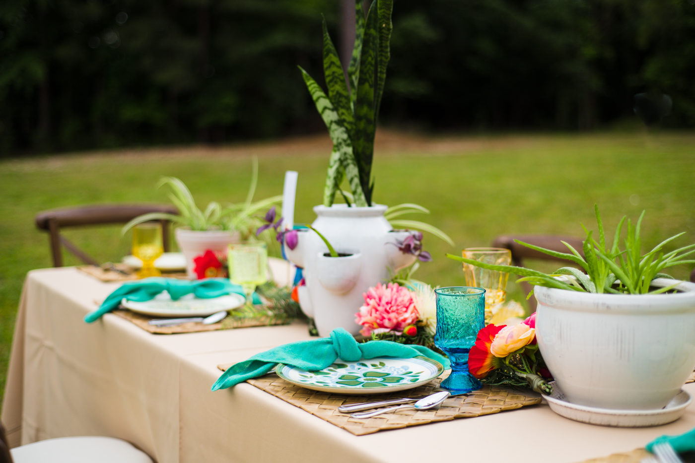 colorful details for Green Wedding Guild styled shoot with Miami vibes