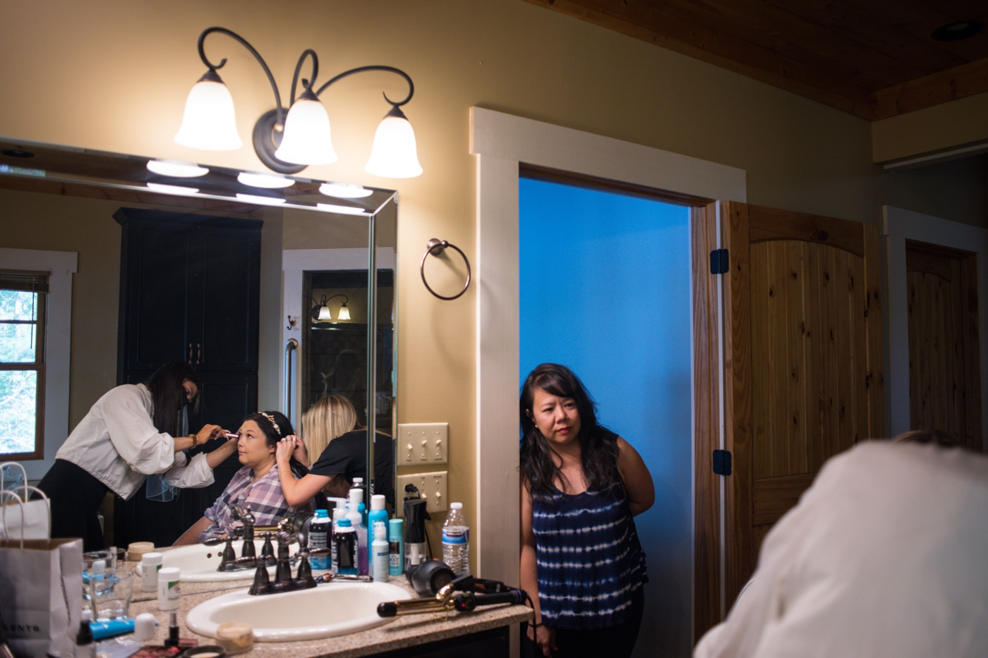 mother watches bride prepare for GA wedding day